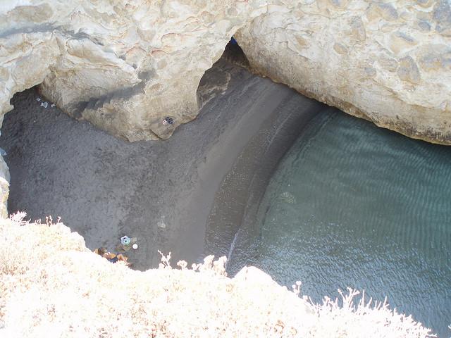 papafragas caves milos